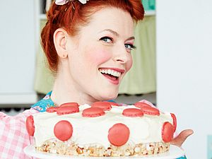 Polka-Dot-Torte mit Himbeercreme Rezept