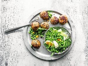 Polpetti mit Pecorino-Erbsen-Salat Rezept