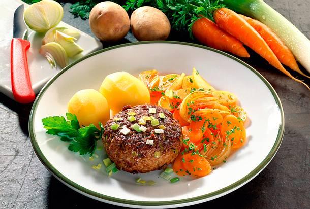 Porree-Frikadellen mit Möhren-Zwiebelgemüse Rezept