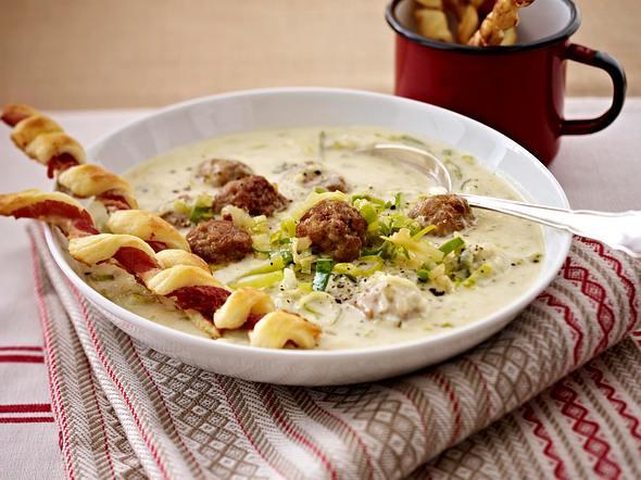 Porree-Mett-Suppe mit knusprigen Schinkenstangen Rezept