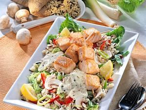 Porree-Reissalat mit Lachs-Spießen Rezept