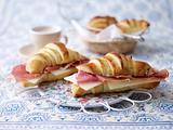 Portugiesische Croissant mit Serrano und Manchego Rezept