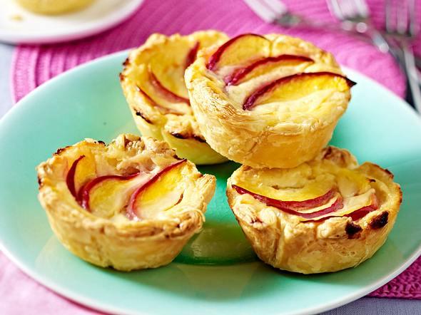 Portugiesische Puddingtörtchen mit Pfirsich Rezept