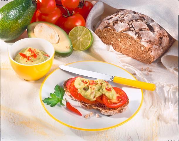 Prebiotisches Brot mit Avocado mit Tomate Rezept