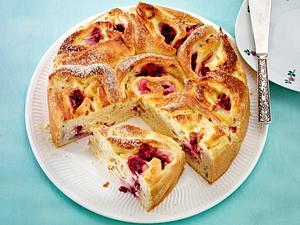 Pudding-Rosenkuchen mit Himbeeren Rezept