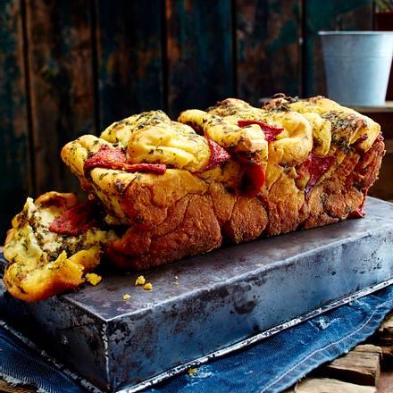 Pull apart-Bread mit Paprika-Petersilienbutter Rezept