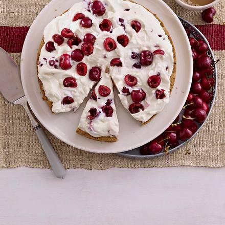 Pumpernickel-Kirsch-Torte mit Sahnecreme Rezept