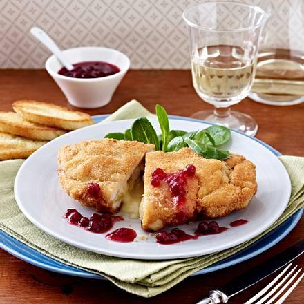 Puten-Cordon bleu mit Camembert und Birne und Preiselbeersoße Rezept