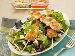 Puten-Saté auf Babysalatblättern Rezept