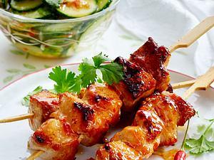 Puten-Spieße mit Asia-Gurkensalat Rezept
