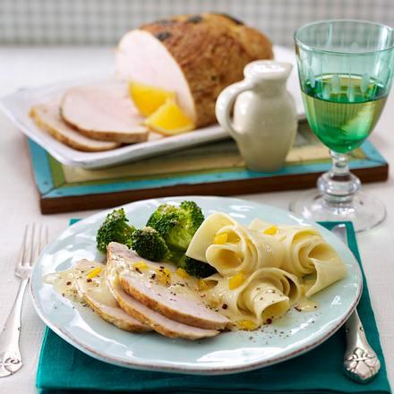 Putenbraten aus dem Bratschlauch mit Paprikasoße, Nudeln und Broccoli Rezept