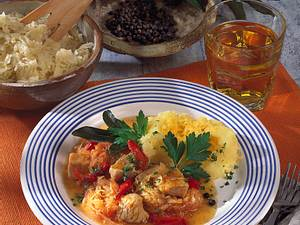 Putengulasch mit Paprika-Kraut Rezept