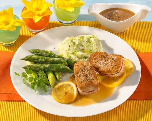 Putenmedaillons mit grünem Spargel und Zitronensoße Rezept