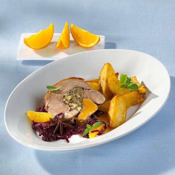 Putenoberkeule mit Orangen-Rotkohl mit gerösteten Kartoffelspalten Rezept