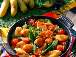 Putenpfanne mit Lauchzwiebeln und Kirschtomaten Rezept
