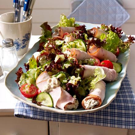 """Putenröllchen """"tonnato"""" auf Salat Rezept"""