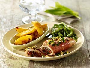 Putensaltimbocca mit Bärlauch, Röstkartoffeln und grünen Bohnen Rezept