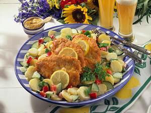 Putenschnitzel auf buntem Kartoffelsalat Rezept