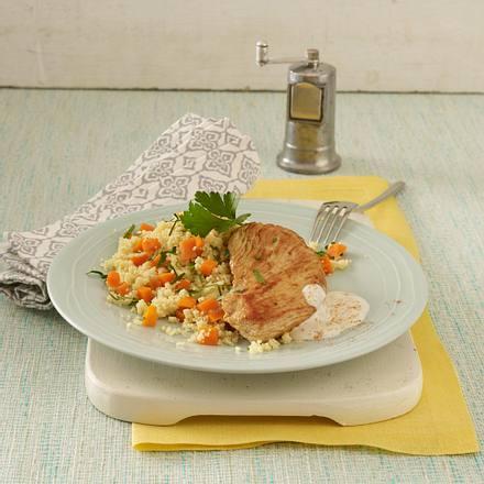 Putenschnitzel in scharfer Joghurtsoße zu Gemüse-Couscous Rezept