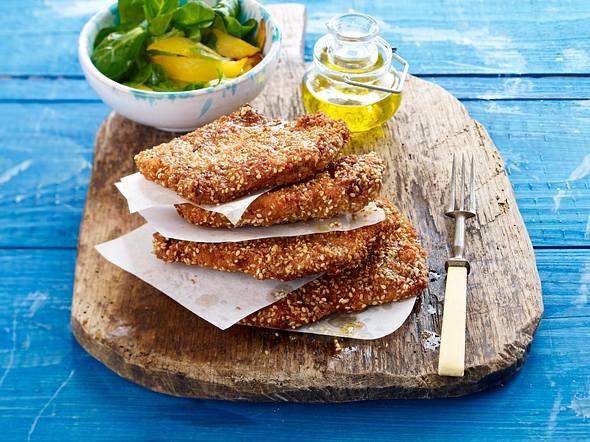 Putenschnitzel in Sesamhülle mit Feldsalat Rezept