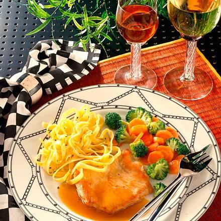 Putenschnitzel mit Broccoli-Möhren-Gemüse Rezept