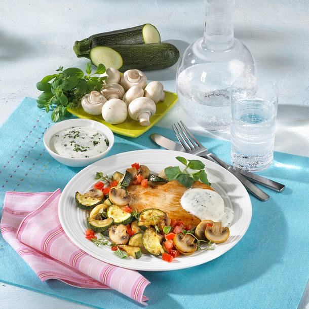 Putenschnitzel mit Gemüse und Joghurtdip Rezept