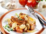 Putenschnitzel mit geschmortem Champignon-Tomaten-Gemüse Rezept