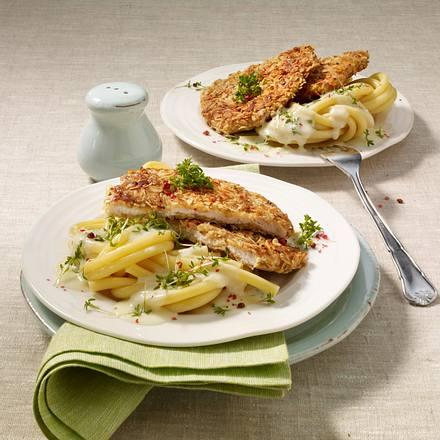 Putenschnitzel mit Haferfockenkruste auf Makkaroni mit Kresserahm Rezept