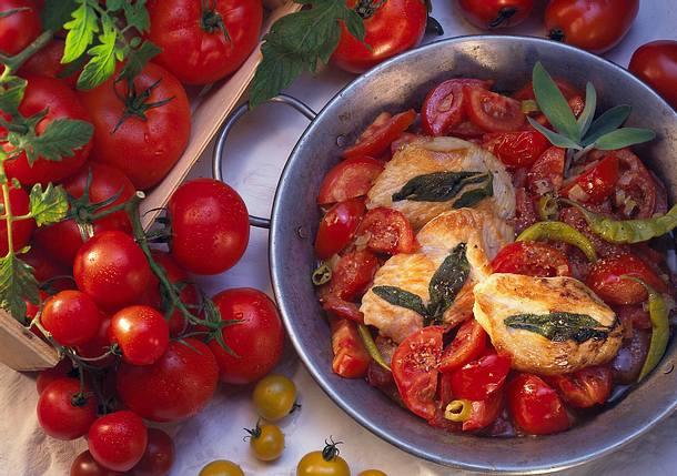 Putenschnitzel mit Tomatengemüse Rezept