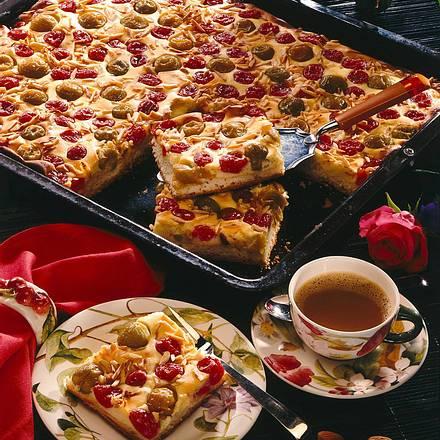 Quark-Blechkuchen mit Früchten Rezept