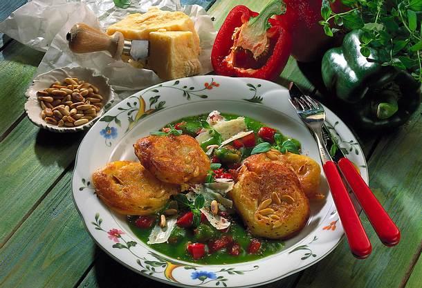 Quark-Hefeplinsen auf Paprika-Gemüse Rezept