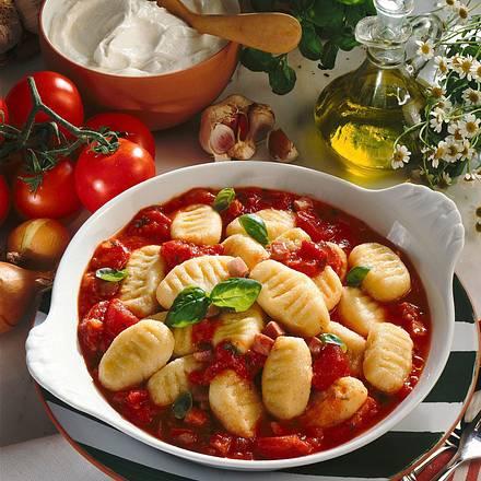 Quark-Kartoffel-Gnocchi mit Tomaten-Basilikumsoße Rezept