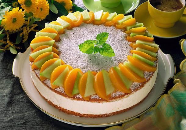 Quark-Sahne-Torte mit Pfirsich und Melone Rezept