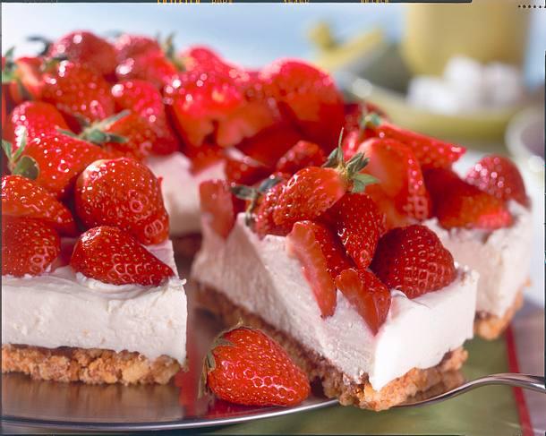 Quark-Sahnetorte mit Erdbeeren Rezept