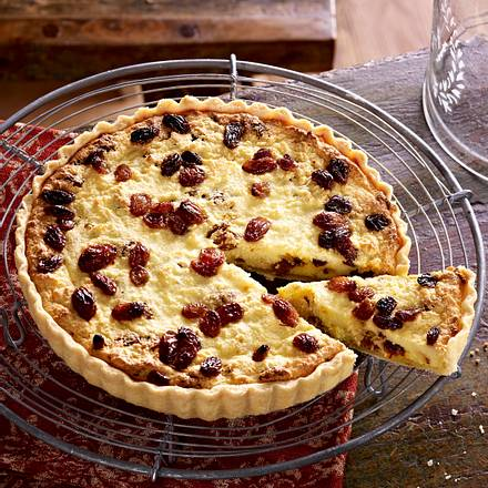 Quark-Tarte mit Sultaninen, Safran und Kardamom (Yorkshire Curd Tart) Rezept