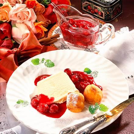 Quarkknödel mit Eis und Kirschen Rezept