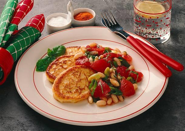 Quarkplinsen mit Tomaten-Bohnen-Gemüse Rezept