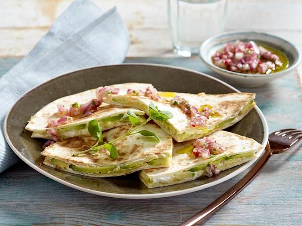 Quesadillas mit Avocado und Zwiebelsalsa Rezept