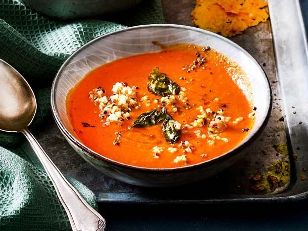 Quinoa-Tomatensuppe mit Knusper-Upgrade Rezept
