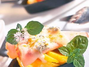 Raclette mit Kasseler, Mango, Edelpilzen und Käse Rezept