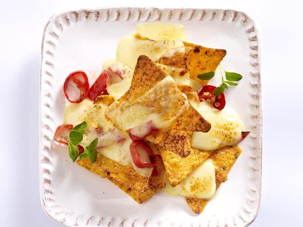 Raclette-Pfännchen mit Tortillachips, Jalapenos, Raclettekäse Rezept