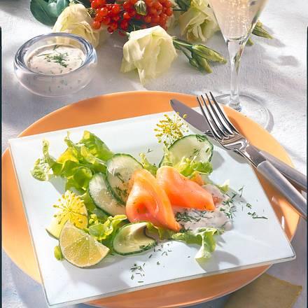 Räucherlachs auf Gurkensalat Rezept