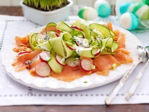 Räucherlachs-Salat mit Radieschen und Gurke Rezept