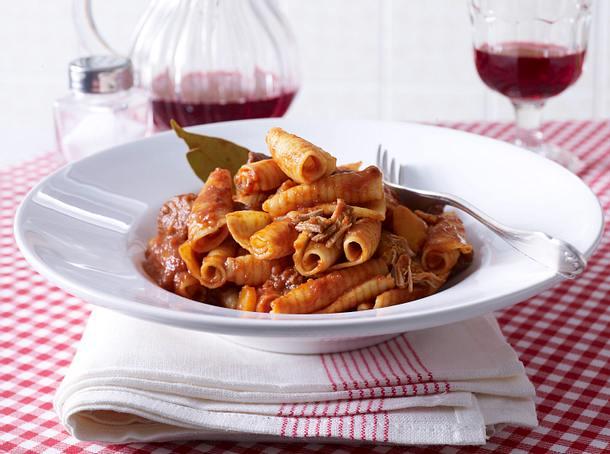 Ragù alla napoletana mit Castellane-Nudeln Rezept