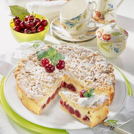 Rahm-Käse-Torte mit Kirschen Rezept
