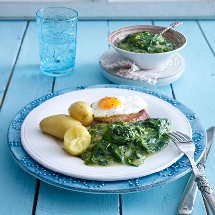 Rahmspinat mit neuen Kartoffeln und Schnitzel Holsteiner Art Rezept