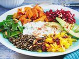 Rainbow-Bowl mit Bohnen-Hummus Rezept