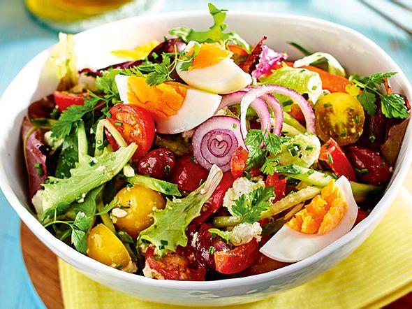 Rasanter Salat mit Ei und Feta rezept