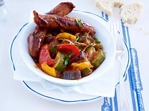 Ratatouille mit Merguez (Schmorgemüse mit Lammbratwürstchen) Rezept