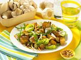 Rauke-Pilz-Salat mit Brot Rezept